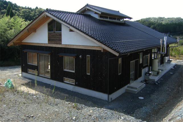 里山に住まう家