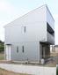 旗竿地に建つ箱型の家